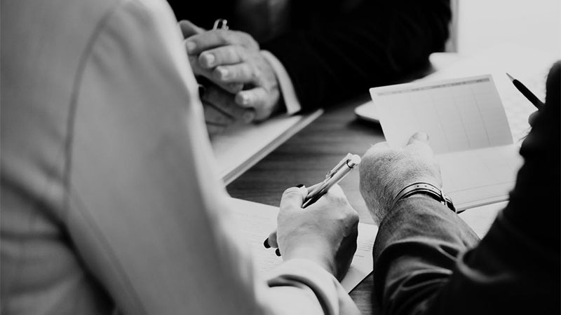 Ska du sälja ditt aktiebolag? Undvik fallgropar, tänk på följande 8 tips