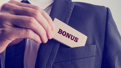 Tantiem är en resultatbaserad ersättning, synonymt med bonus