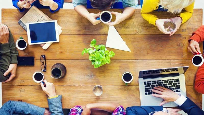 Lean start-up team planerar företagsstarten