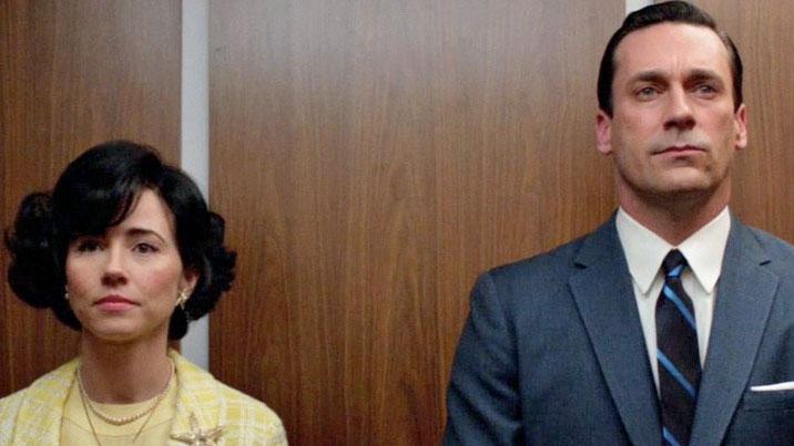 I hissen anser många att det lätt uppstår pinsamma situationer.Bilden är från serien Mad Men