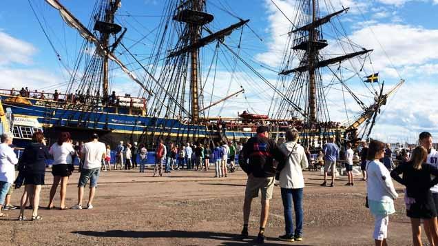 Ostindiefararen på besök i Karlstad.Foto: Minicards