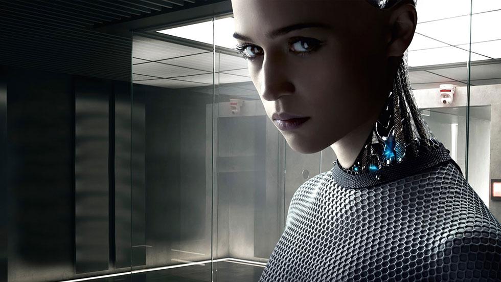 Alicia Vikander som android med artificiell intelligens i filmen Ex Machina.