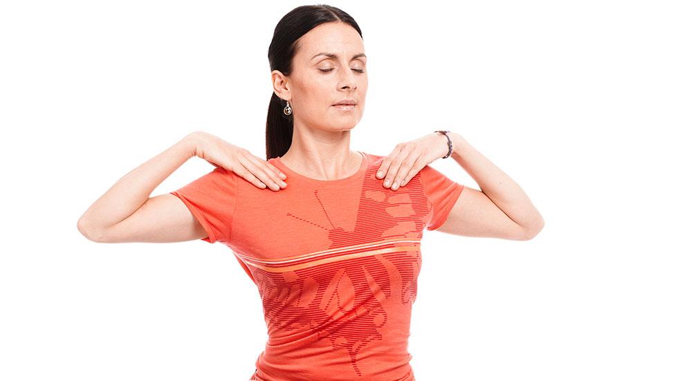 Avskeda din inre domare + yogaövning mot ryggsmärtor