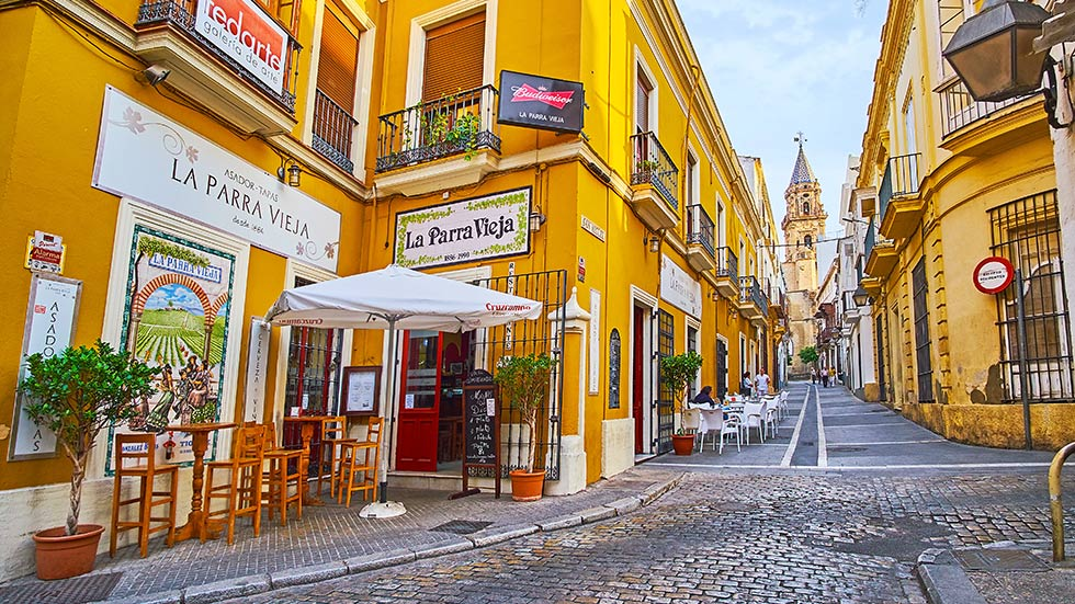 Ett café på en gata i Spanien.